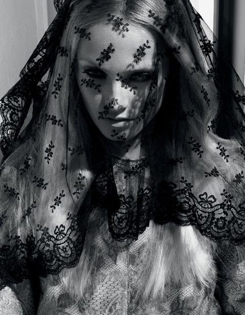 vogue nippon cathedral veil black