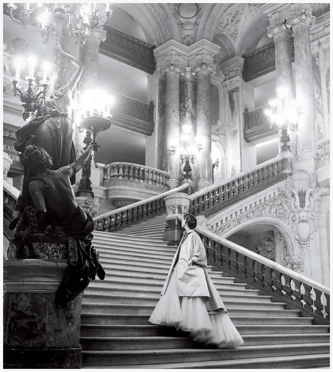 diors-tulle-ballgown-on-the-grand-staircase-at-the-paris-opera-photo-clifford-coffin-1948